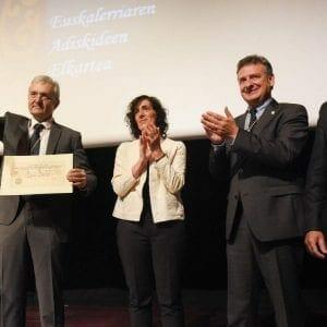 Real Sociedad Bascongada de Amigos del País hace entrega al CIT del Diploma que le acredita como Amigo Colectivo 37