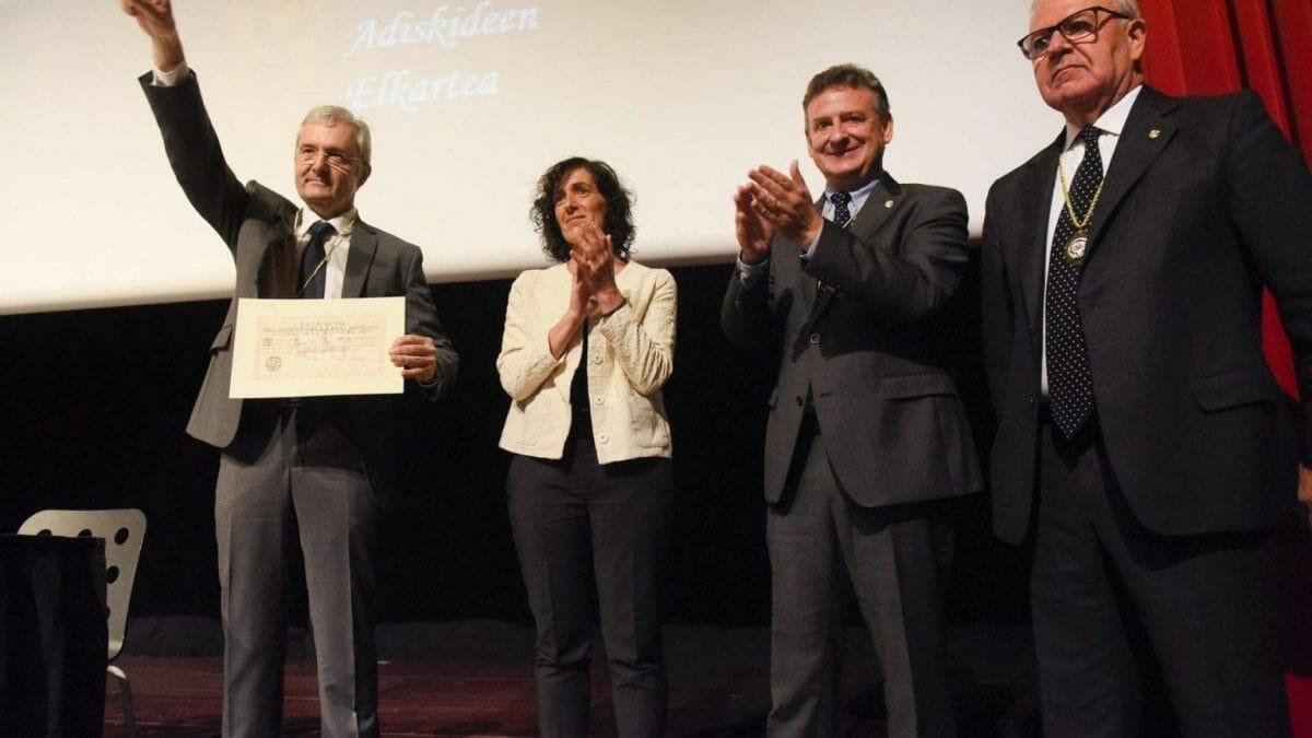 Real Sociedad Bascongada de Amigos del País hace entrega al CIT del Diploma que le acredita como Amigo Colectivo 7